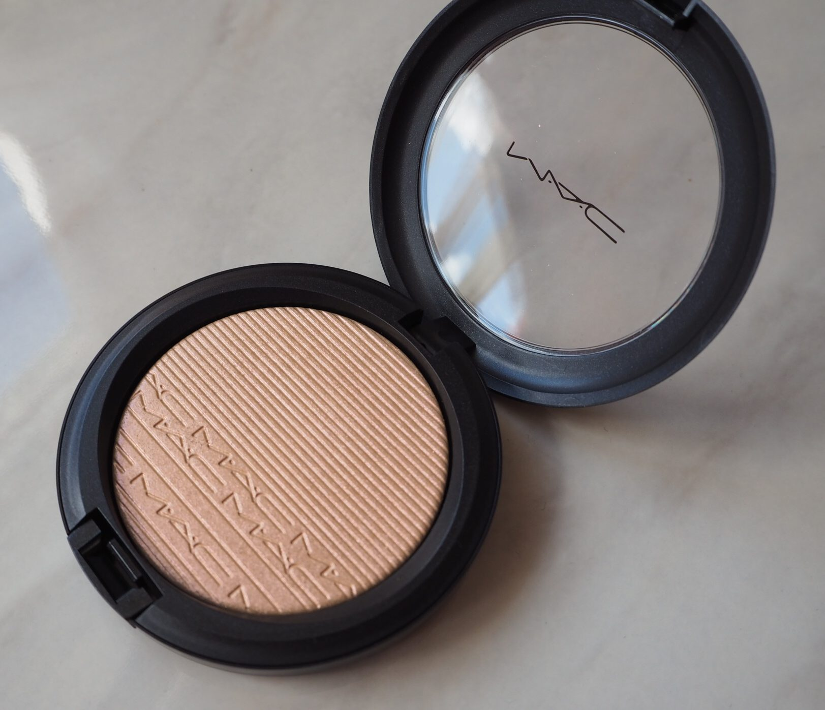 MAC Showgold Highlighter